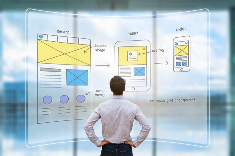 analista decidindo qual melhor design para web