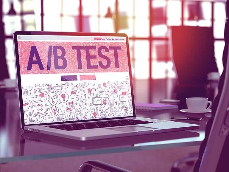 Notebook com Testes A/B na tela