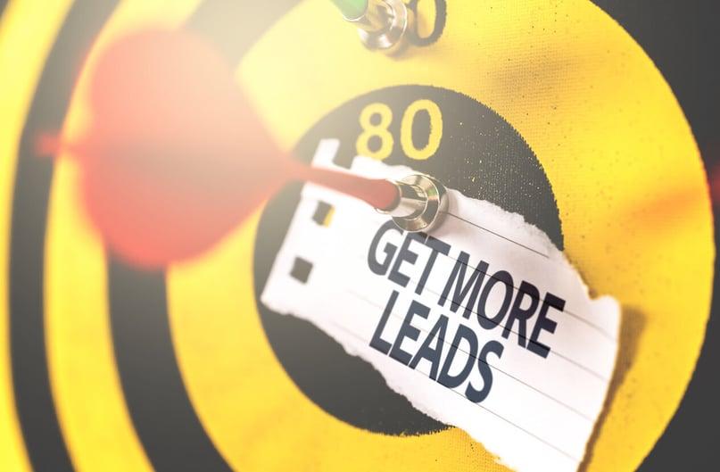alvo com dardo prendendo o recado get more leads
